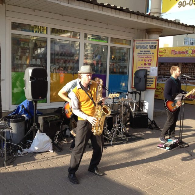 уличный концерт от Tele2