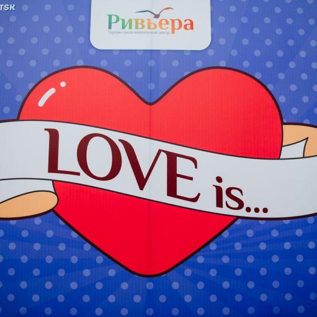 LOVE is…. в ТРЦ «Ривьера»